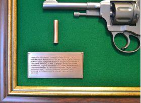 Это оружие использовалось вплоть до конца Великой Отечественной войны, затем принято решение снять боевой наган с вооружения.