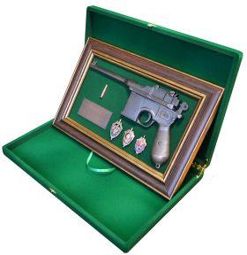 Самый мощный пистолет данной фирмы, который получил широкое распространение, был сконструирован Фиделем Федерле, начальником оружейного цеха, совместно с его братьями Жозефом и Фредериком в марте 1895 года.